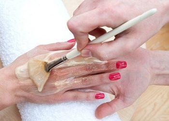 Visage Salon kosmetyczny - zabieg pielęgnacji dłoni parafina