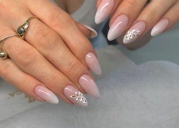 Klinika Piękna MaVie - przedłużanie paznokci - metoda żelowa z malowaniem hybrydowym