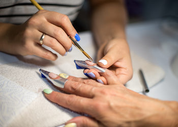Salon MAGNETIC - Naprawa paznokcia żelowego lub akrylowego