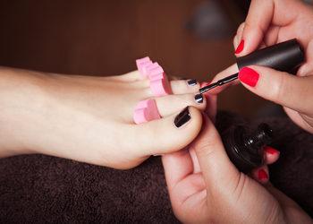 Salon MAGNETIC - Pedicure frezarkowy z malowania lakierem klasycznym