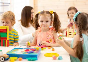 NEOLOGOPEDIA | Poradnia Psychologiczno-Logopedyczna - zajęcia montessori (grupa 3-4 lata)