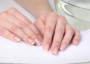 KCM Beauty & Medical Spa  - manicure klasyczny+ peeling