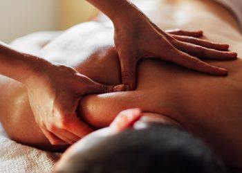 KCM Beauty & Medical Spa  - masaż twarzy, szyji i dekoltu