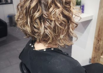Fryzjerzy z Garnizonu - 1. strzyżenie damskie - kręcone włosy