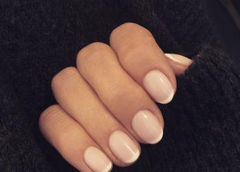 Crystal Clinic - manicure hybrydowy french