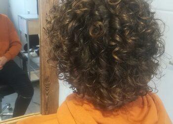 Fryzjerzy z Garnizonu - 1. strzyżenie męskie - kręcone włosy