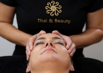 22 Thai&Beauty - 08. tajski masaż twarzy anty-age z elementami masażu głowy 30 min/ thai massage of the face, decollete with elements of head massage