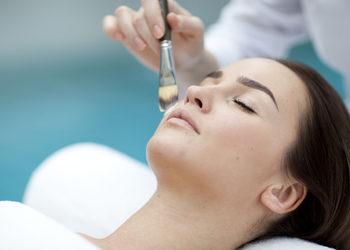 ZABIEGANE Kosmetologia estetyczna  - bielenda professional zabieg na kwasie migdałowym odmładzający i uelastyczniający